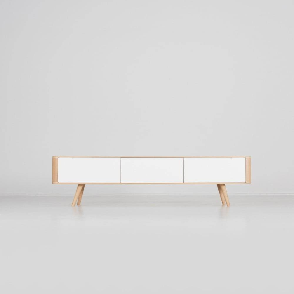 Gazzda Televízny stolík z dubového dreva Gazzda Ena, 180×42×45 cm